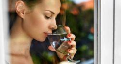 7 πράγματα που συμβαίνουν όταν πίνεις νερό με άδειο στομάχι, μόλις ξυπνήσεις