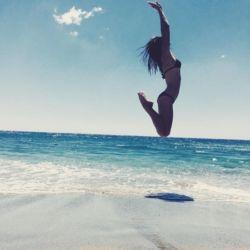 Συνδυάστε τα πρώτα μπάνια με γυμναστική στην παραλία και δείτε το σώμα σας να αλλάζει