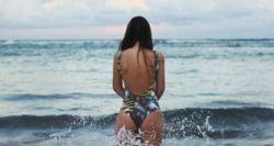 Το μυστικό των trainers για γλουτούς σαν «πέτρα» στη θάλασσα